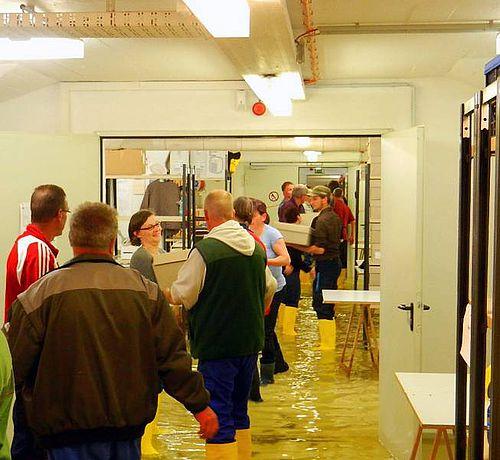 Hilfe Zur Beseitigung Von Hochwassersch Den Im Depot Des