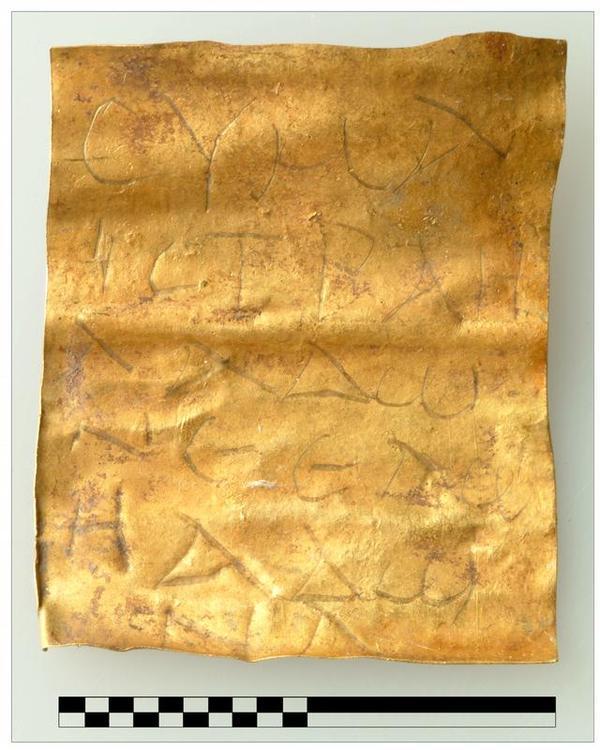 http://www.archaeologie-online.de/uploads/pics/amulett_halbturn.jpg